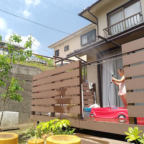 自由遊び ウッドデッキや庭の遊具で外遊び、または室内遊び